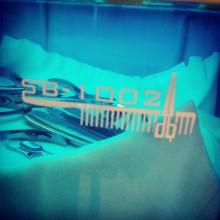 А это наш инструментальный пляж :)) После каждого клиента инструмент отправляется на предстерилизационную очистку, затем тщательно стерилизуется и попадает вот сюда. Принимать ультрафиолетовые ванны до следующего своего клиента.