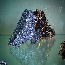 Бабочки в животе. Бабочки за столом. Бабочки в волосах… :))