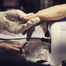 Работа мастера по наращиванию ногтей – поистине ювелирна! Сам процесс наблюдения за работой профи доставляет удовольствие! Что уж говорить про безупречный результат!