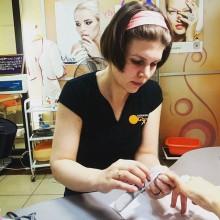 Ольга делает коррекцию ногтей. Нужно сделать аккуратно и быстро! Впереди ещё много желающих попасть к Ольге на маникюр!