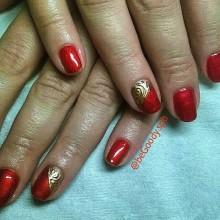 Красная парча и золото – цвета имератриц! Царский маникюр от @beGoody.spb Мастер Ксения Степанова